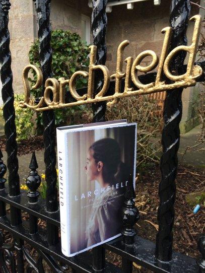 Larchfield_gate